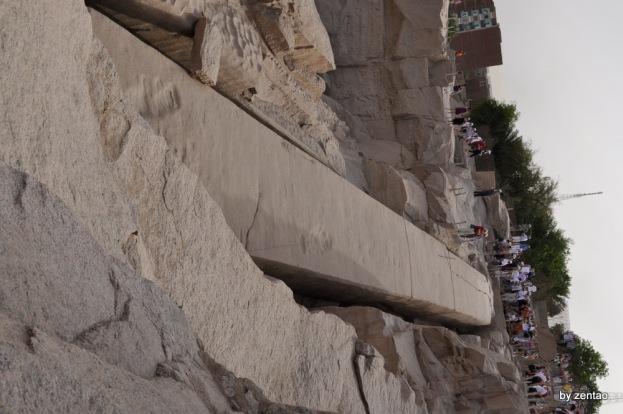 der unvollendete Obelisk