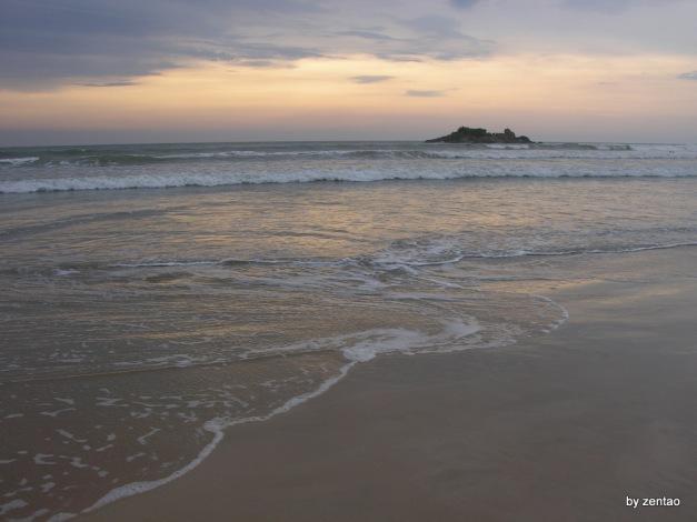 Alle Wellen auf der Oberfläche des Ozeans sind der Ozean selbst.