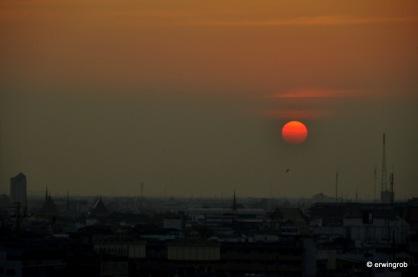Sonnenuntergang im Smog von Bangkok