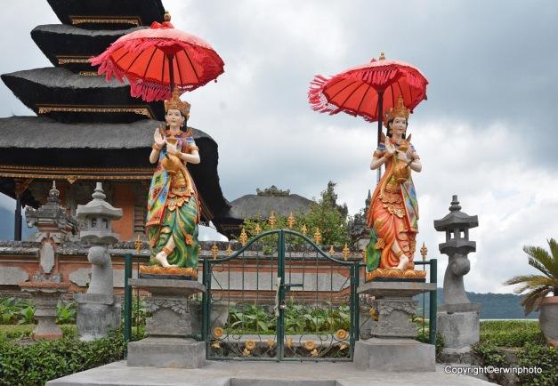 Tempel am See