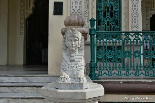 Sphinx vor dem Palacio de Valle auf der Halbinsel Gorda