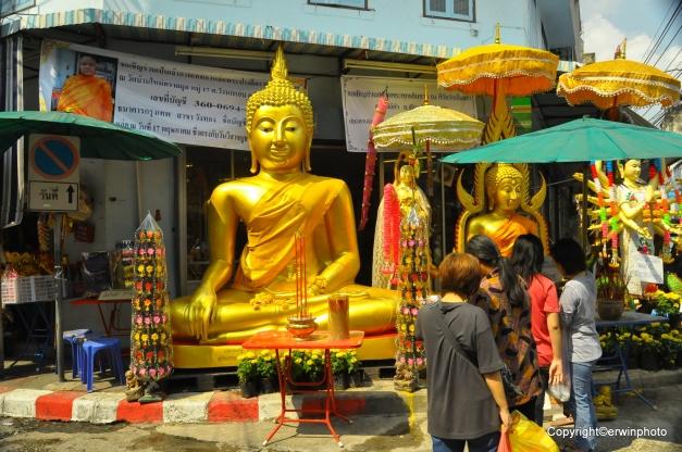 diese Buddhas kann man kaufen