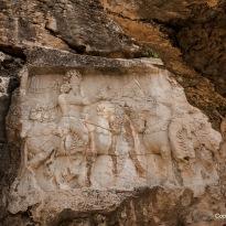 Ardaschir I. empfängt von Ahuramazda (rechts) den Ring der Macht