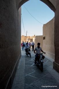 die Jungs von Yazd auf ihren Töffs
