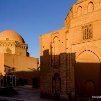 Moschee aus Lehm im Abendlicht
