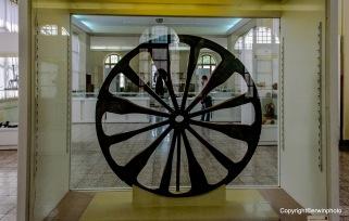 Rad eines Streitwagens aus Holz und Bronze (teils rekonstruiert) - Tschoqa Zanbil (Chuzestan) - Mitte 2. Jtd. v. Chr.