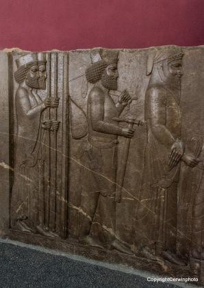 Thronrelief (Großkönig Darius I. d. Gr.) - Persepolis (Pars) - Achämeniden (559-330 v. Chr.)