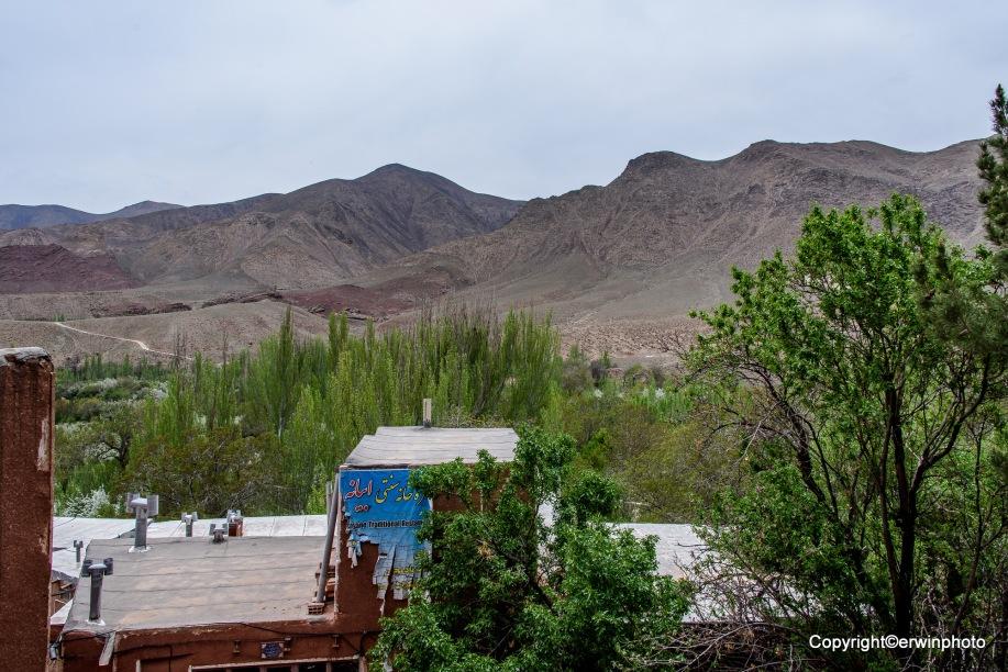 Blick von Abyaneh auf die nahen Berge