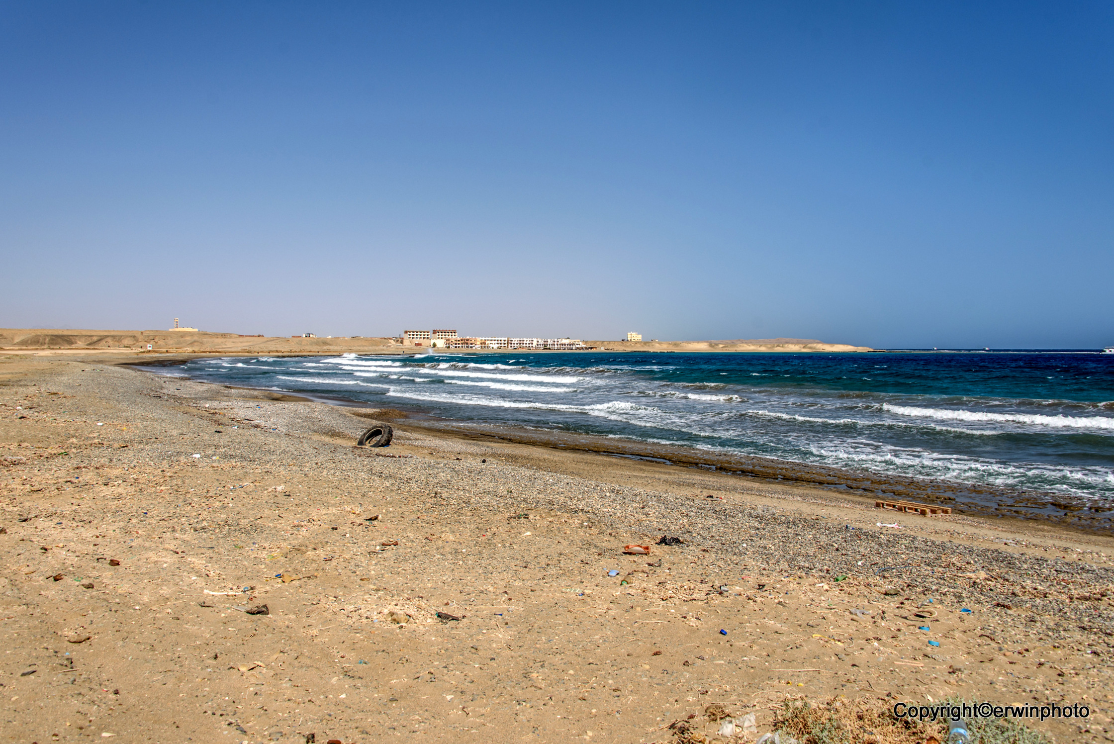 Güsel Strand und Blick auf eine Hotelruine ( wird umgebaut )