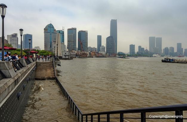 Blick auf die Skyline des Hafens von Shanghai