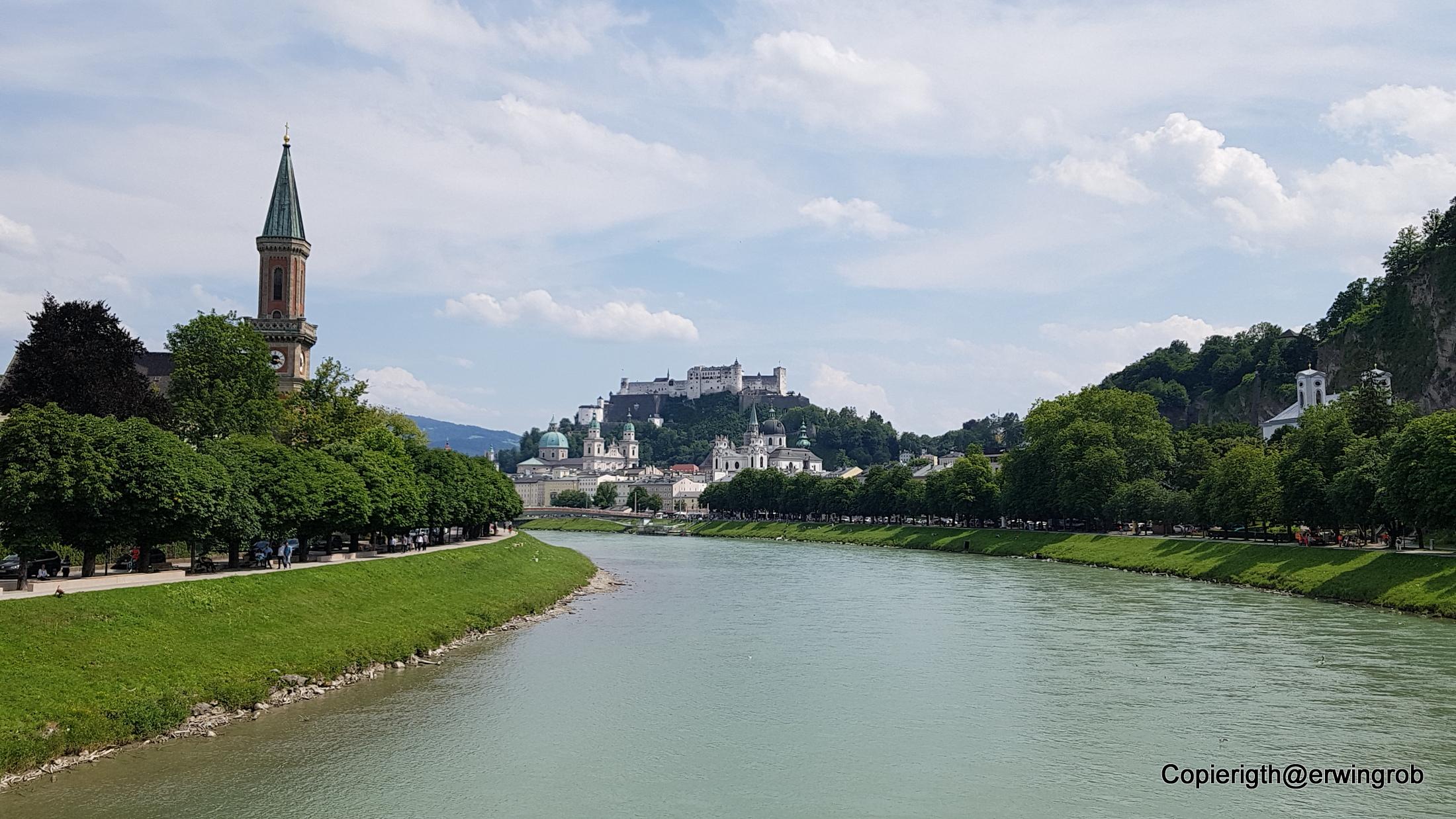 Die Salzach im Hintergrund die Salzburg