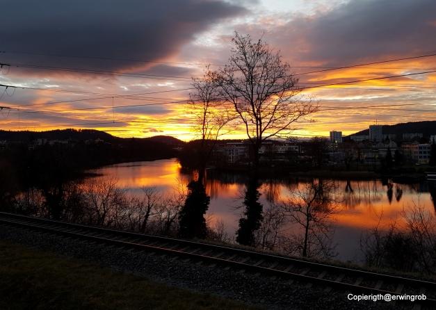 Sonnenaufgang am Stausee
