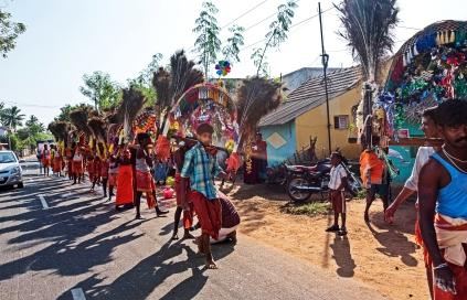 eine Prozession für Shiva am Strassenrand